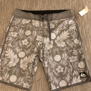 Quicksilver swimming trunks size 34